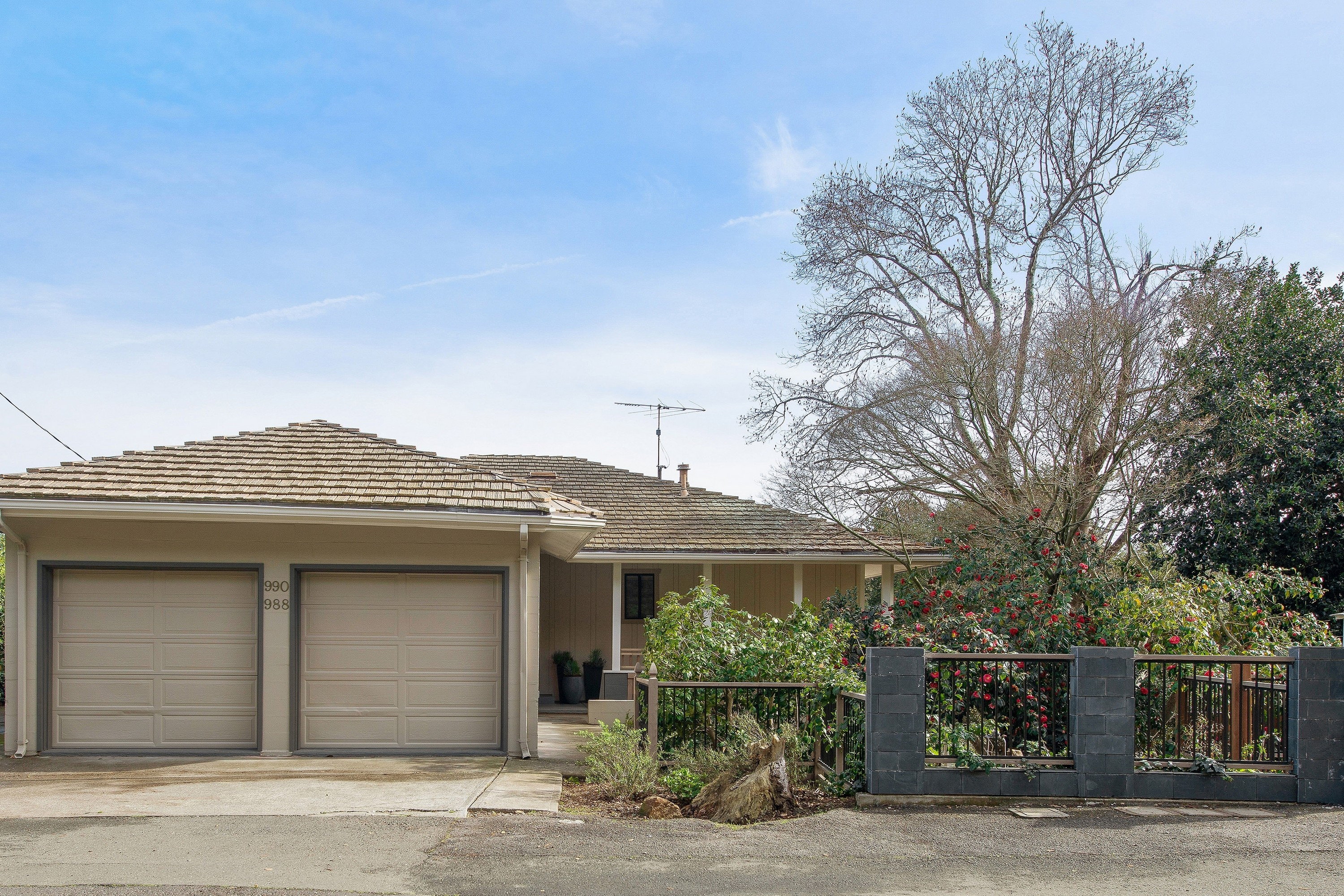 Residential For Sale in 988-990 Meadowsweet Drive, Corte Madera, California ,94925