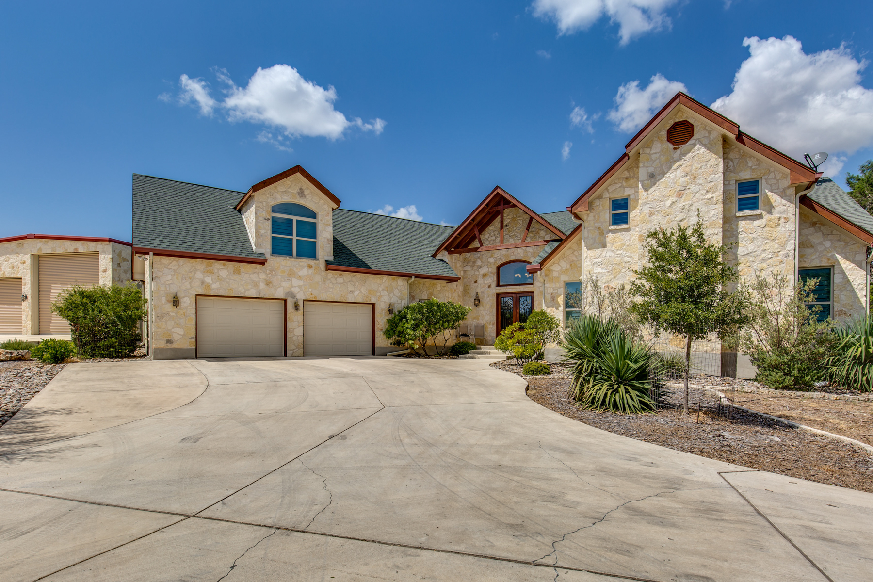Single Family Home for sale in 147 Oak Bend Dr, Bandera, Texas ,78003