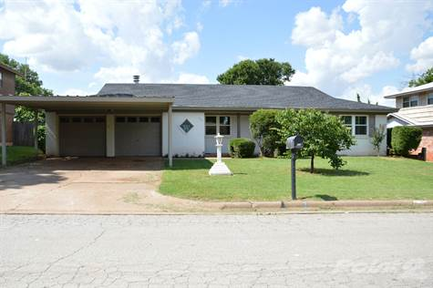 Residential For Sale in 710 Manes, Iowa Park, Texas ,76367