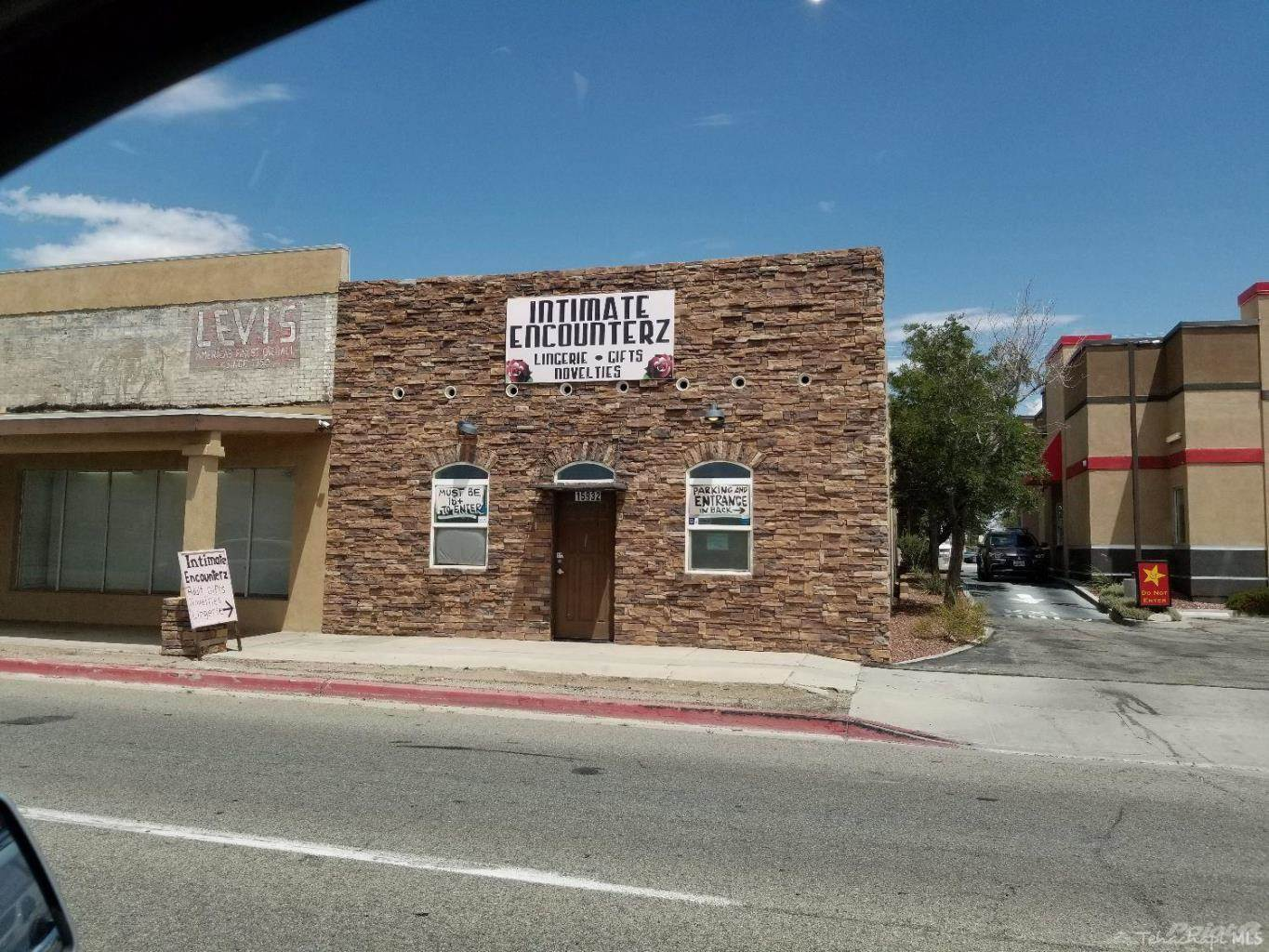 Commercial for sale in 15932 Sierra Highway, Mojave, California ,93501