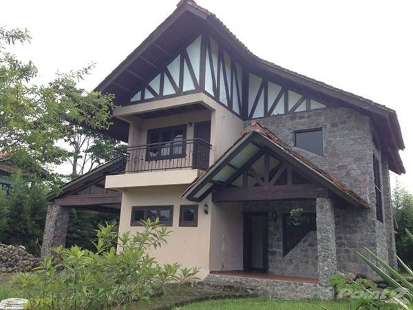 Residential For Sale in House with Tremendous Character & Four Bedrooms for Sale in Nueva California-, Volcan, Chiriquí   , Panama