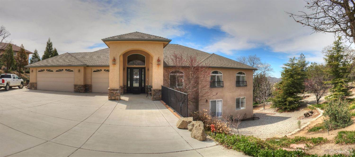 Residential For Sale in 27200 Oakflat Drive, Bear Valley Springs, California ,93561