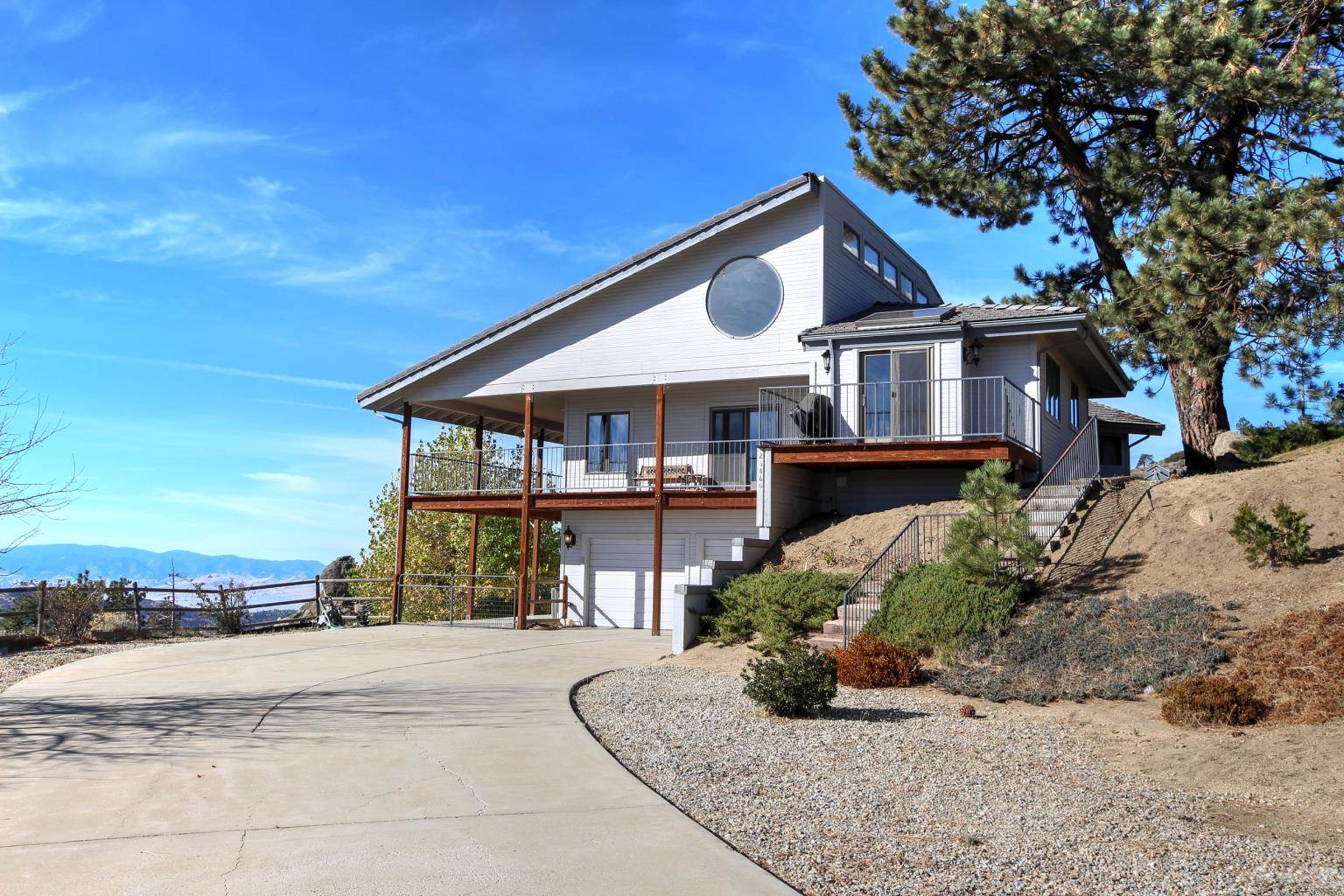 Residential For Sale in 26860 Stirrup Way, Bear Valley Springs, California ,93561
