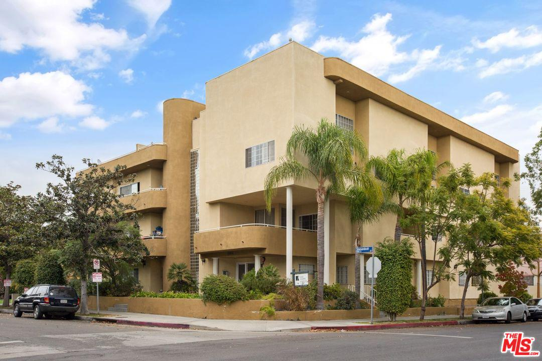 Condominium for rent in South 1064 SHENANDOAH Street, Los Angeles (City), California ,90035