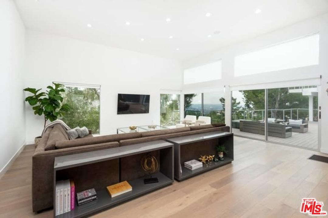 Single Family Home for sale in 2600 CARMAN CREST Drive, Los Angeles (City), California ,90068