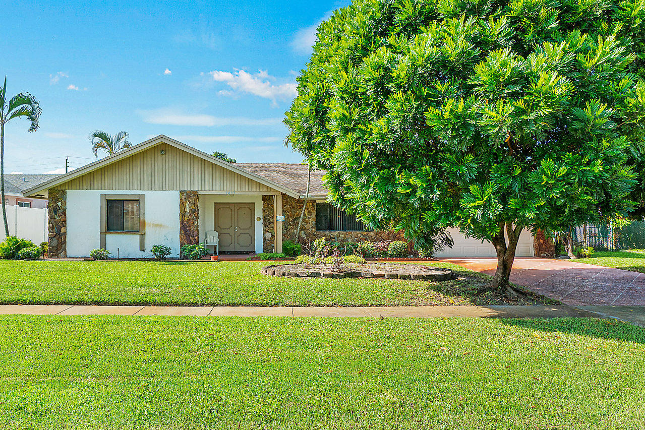Single Family Home for sale in 5457 S Sandhurst Circle S, Lake Worth, Florida ,33463