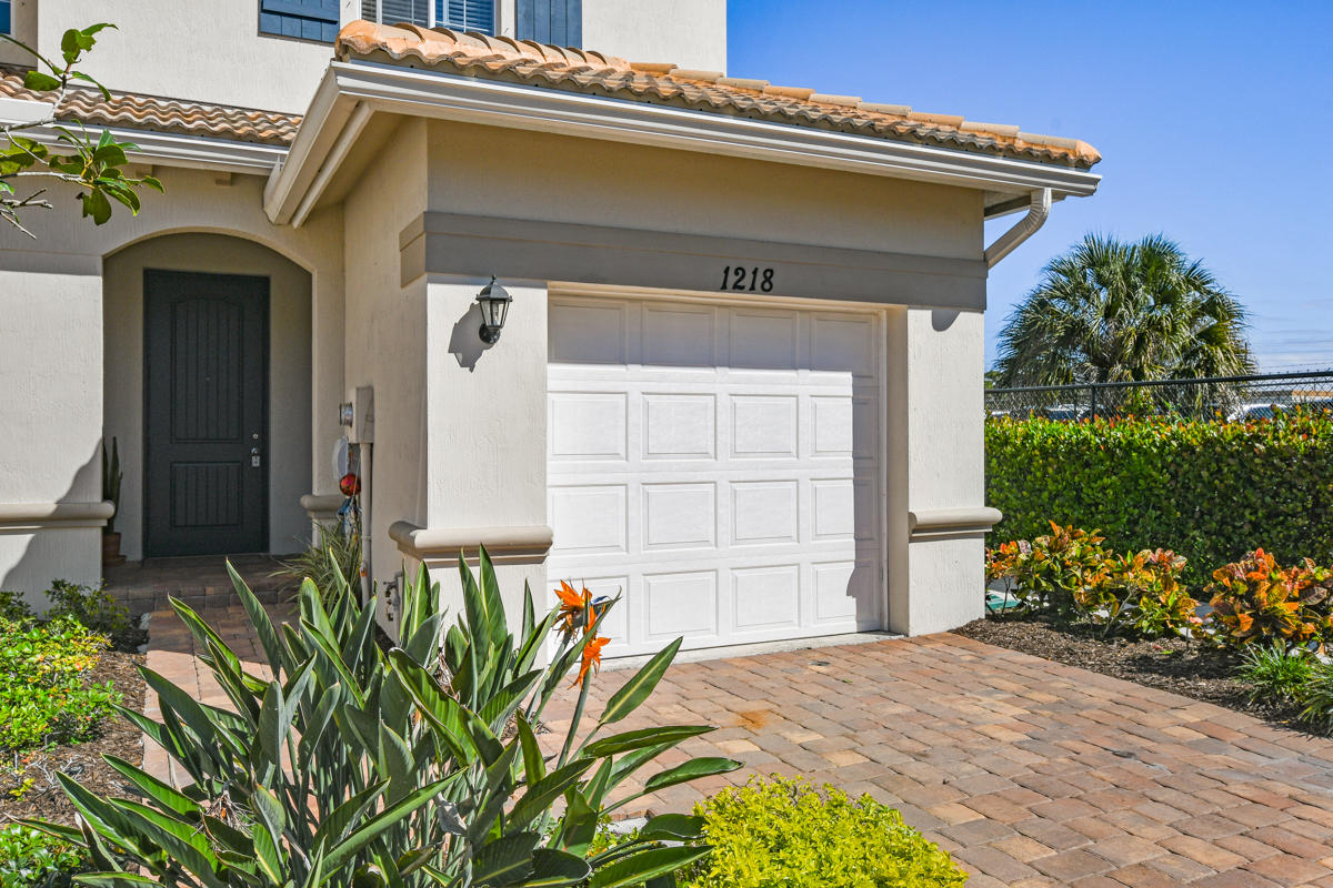 Townhouse/Row House for sale in 1218 Paisley Court 3324, Lake Worth Beach, Florida ,33461