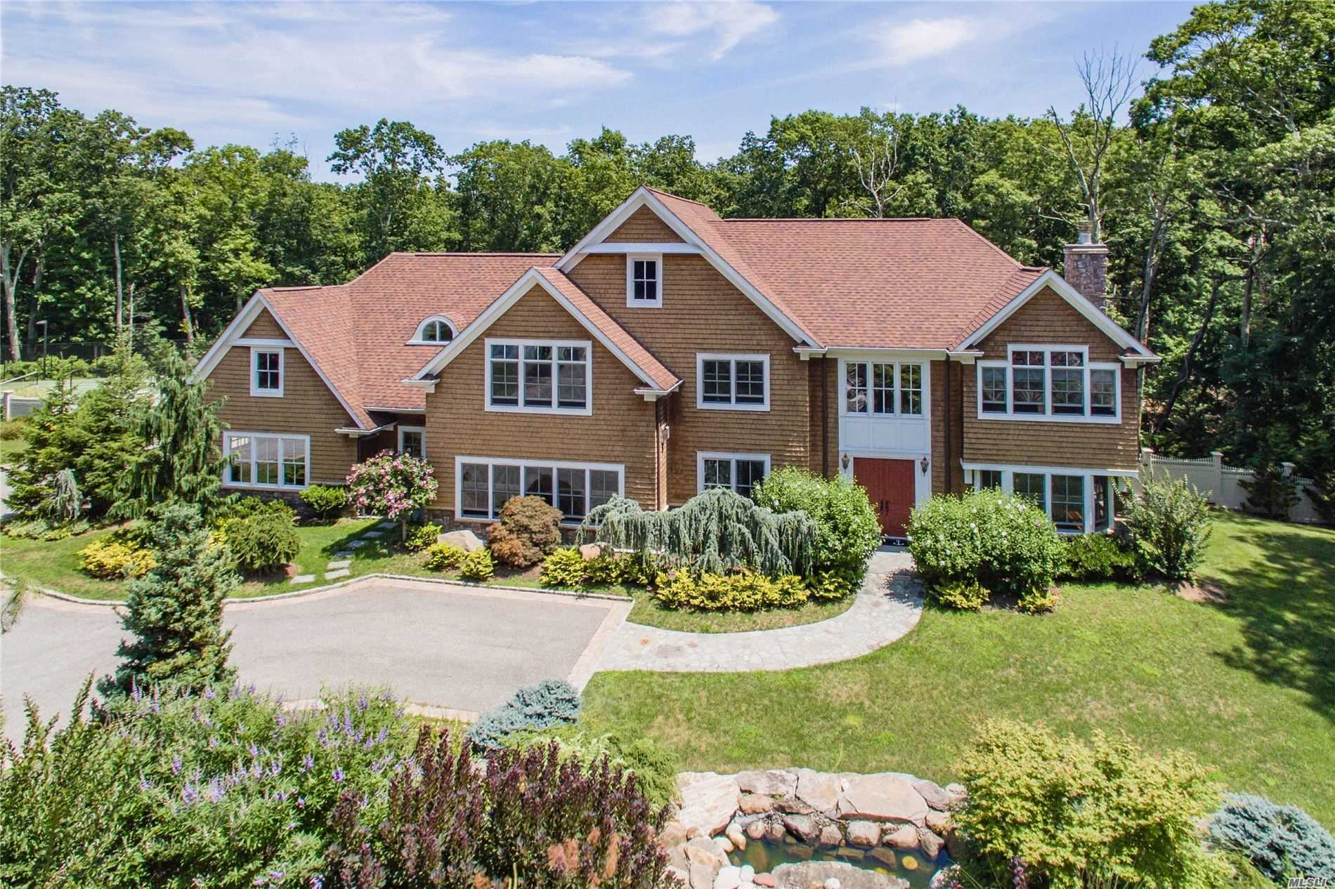 Residential For Sale in 4 The Commons, Cold Spring Hrbr, NY ,11724