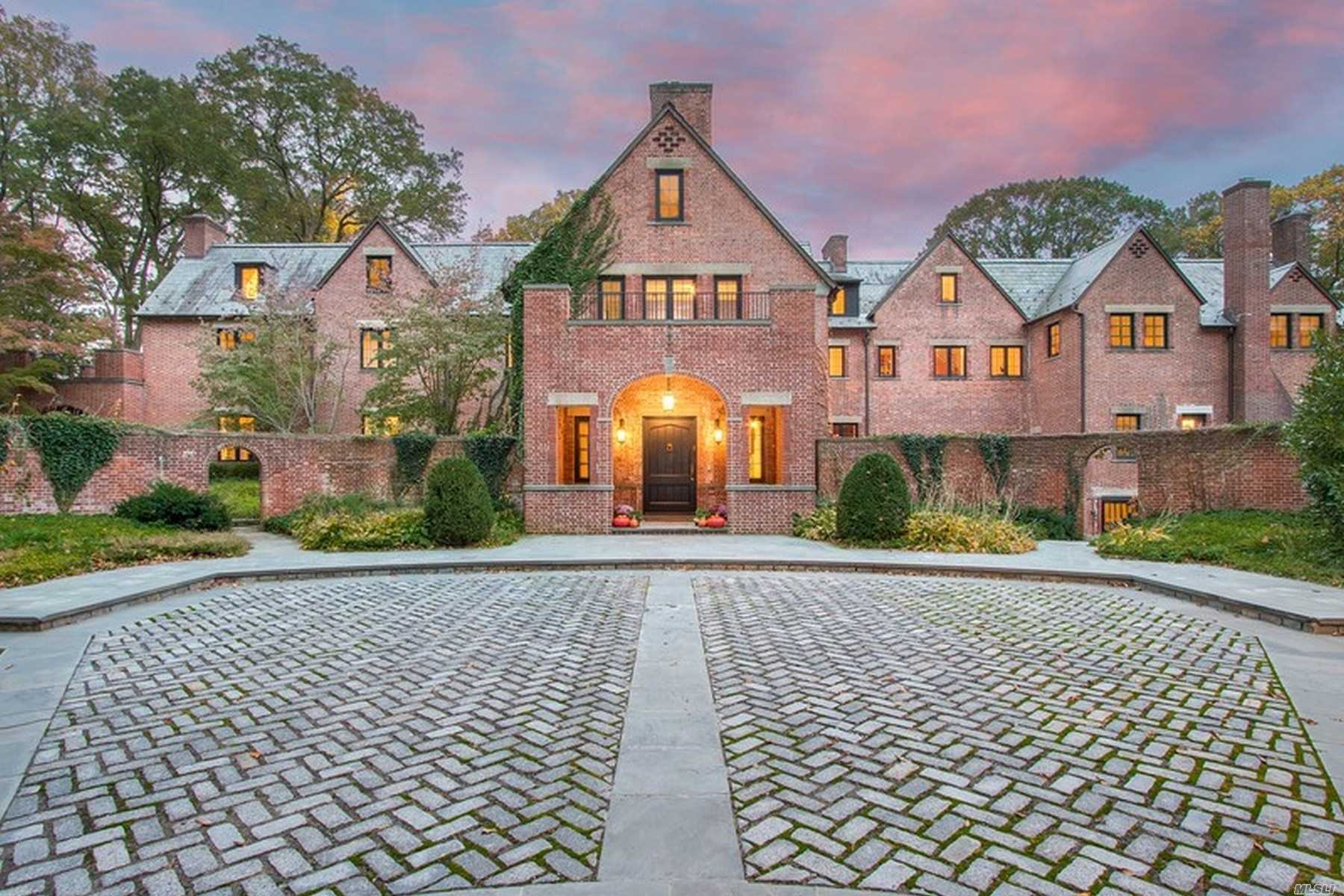 Residential For Sale in 53 Bacon Road, Old Westbury, NY ,11568
