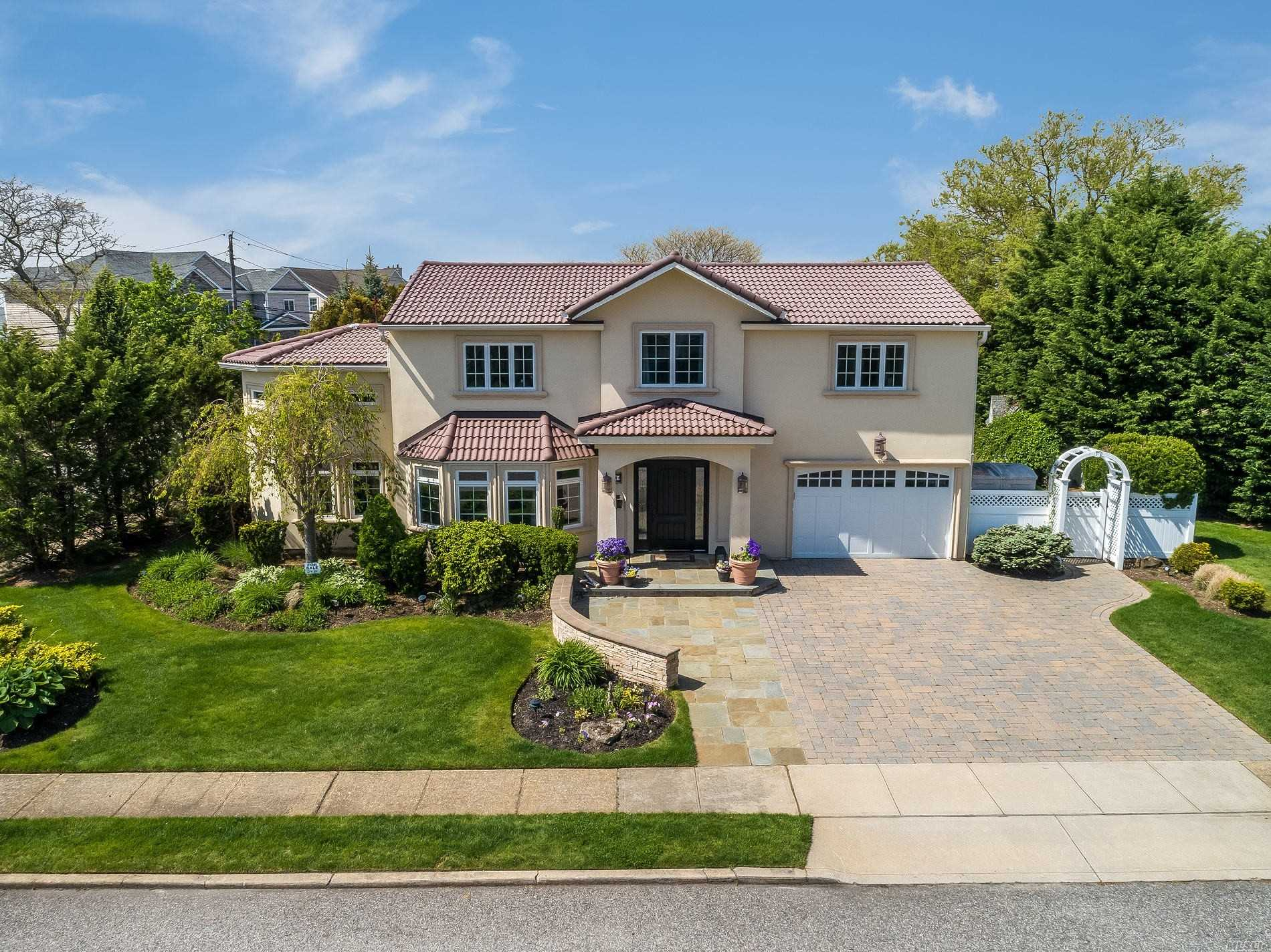 Residential For Sale in 34 Mansfield Drive, Massapequa Park, NY ,11762