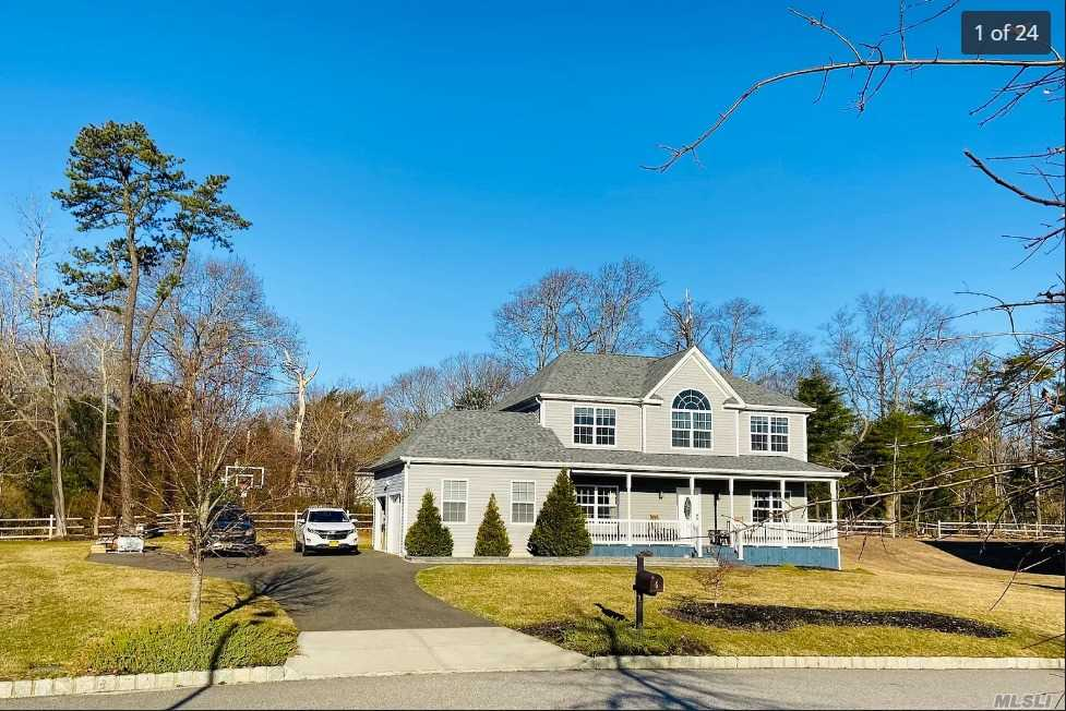 Residential For Sale in 6 Nydia Court, Yaphank, NY ,11980