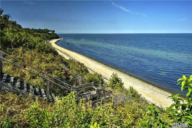 Residential For Sale in 13451 Oregon Rd, Cutchogue, NY ,11935