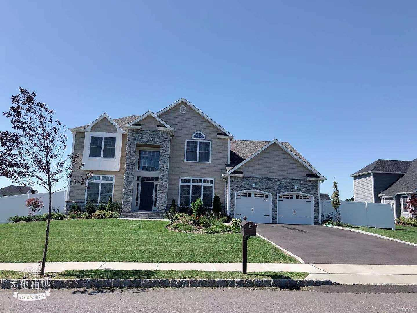 Residential For Sale in 7 Sunnyfield Ct, Greenlawn, NY ,11740
