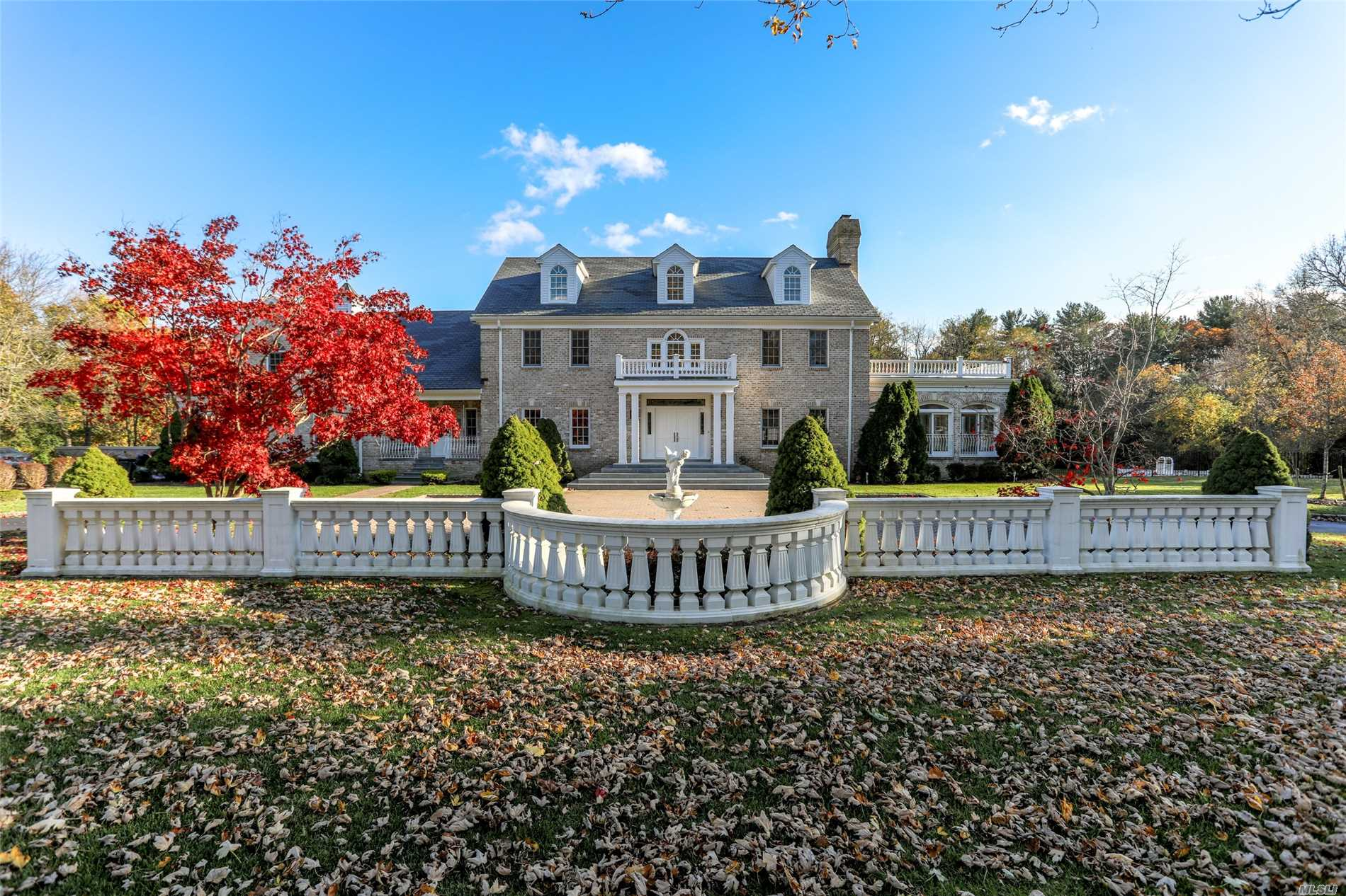 Residential For Sale in 2 Colonial Dr, Upper Brookville, NY ,11545