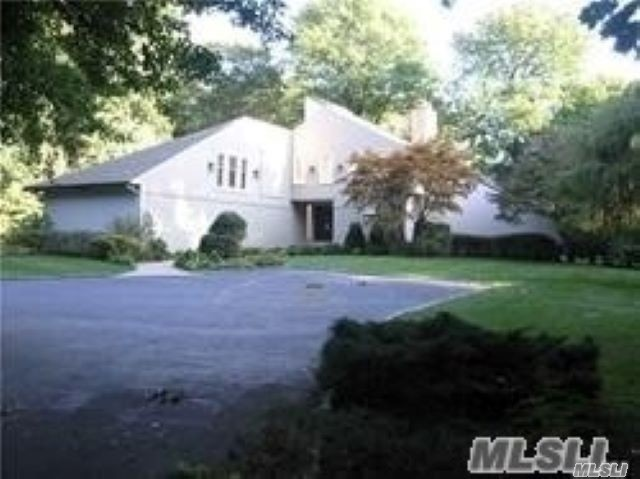 Residential For Sale in 1 Tondan Ln, Lattingtown, NY ,11560