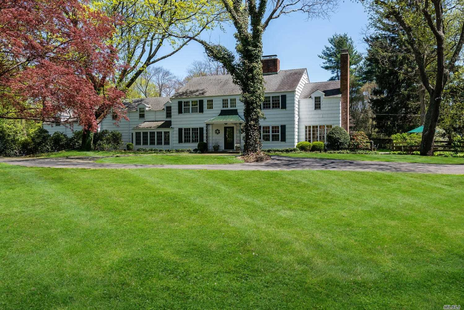 Residential For Sale in 1624 Stewart Ln, Laurel Hollow, NY ,11791