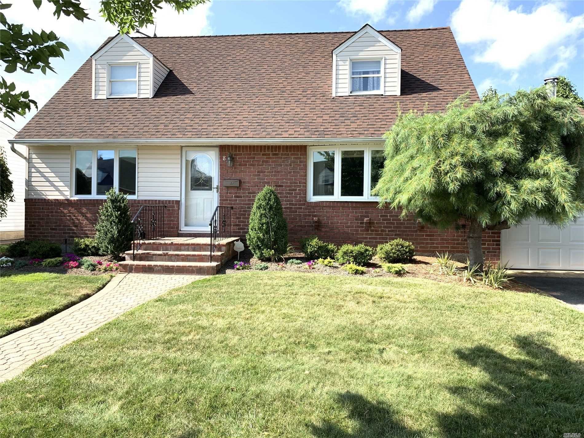 Residential For Rent in 8 Ontario Ave, Plainview, NY ,11803