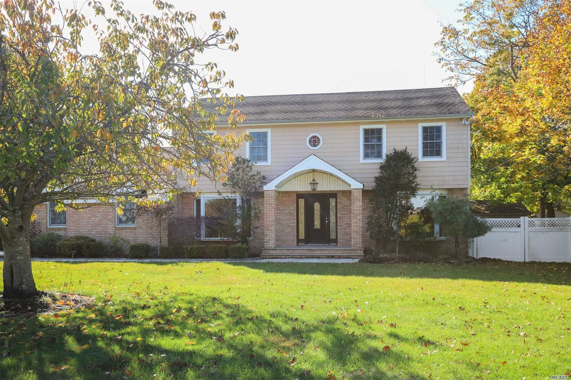 Residential For Sale in 324 Great River Rd, Great River, NY ,11739