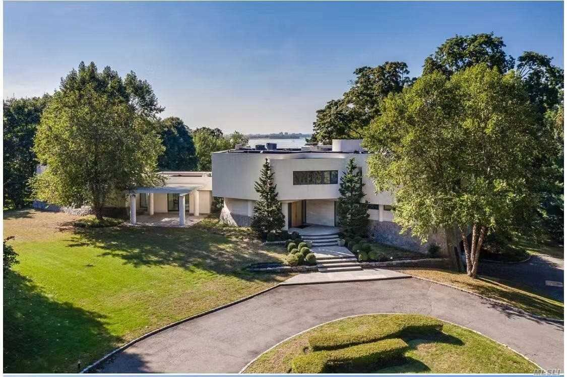 Residential For Sale in 12 Sands Ln, Port Washington, NY ,11050