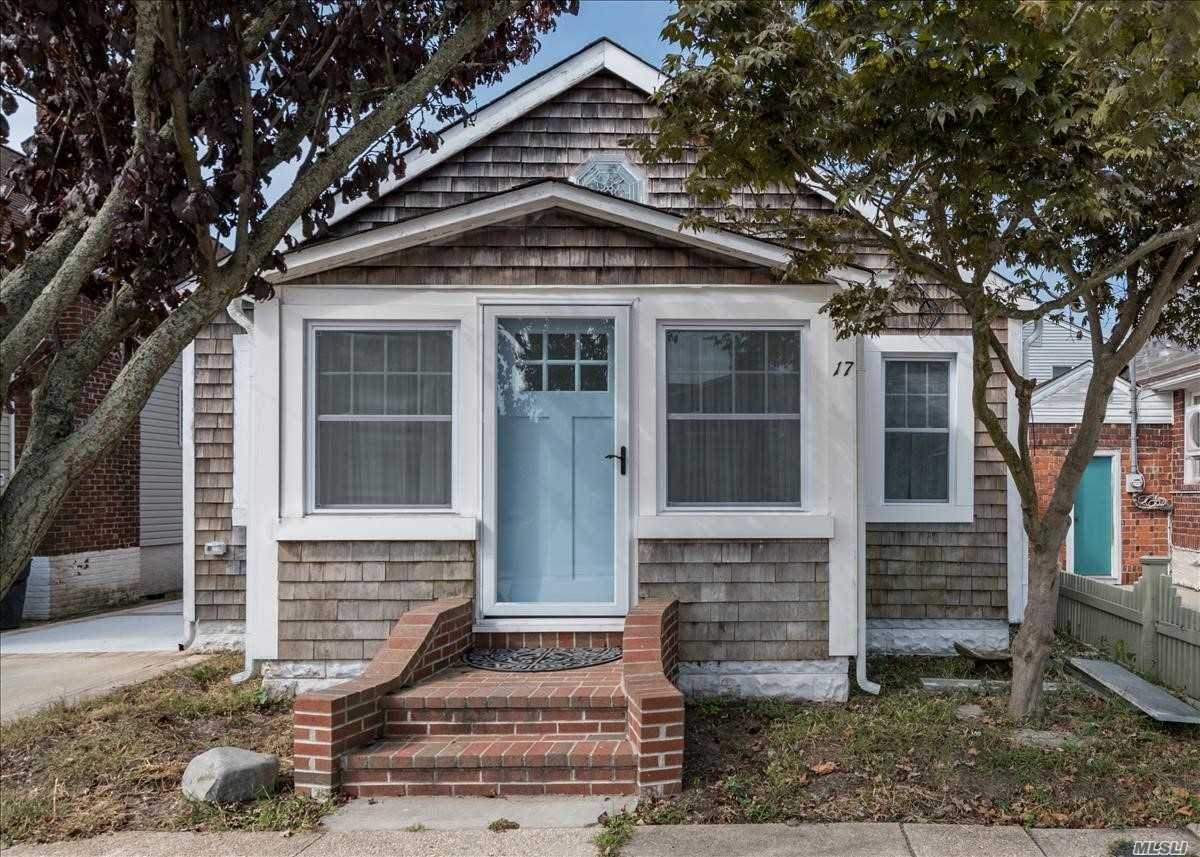 Residential For Sale in 17 Cedarhurst Avenue, Point Lookout, NY ,11569