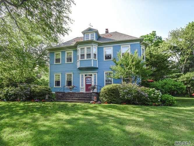 Residential For Sale in 6 Dixon Ct, Sea Cliff, NY ,11579