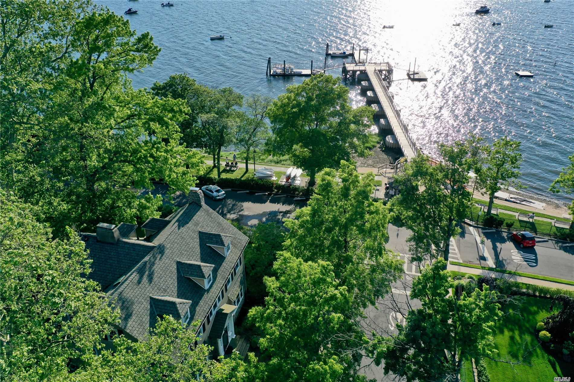 Residential For Sale in 6 Beverly Rd, Douglaston, NY ,11363