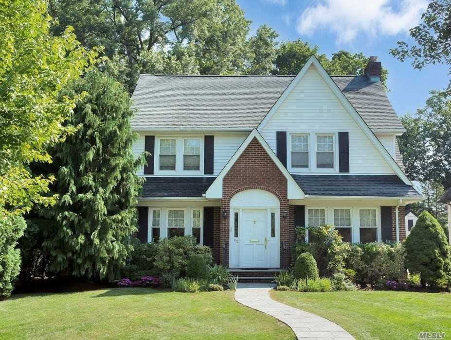 Residential For Sale in 82 Plandome Ct, Manhasset, NY ,11030