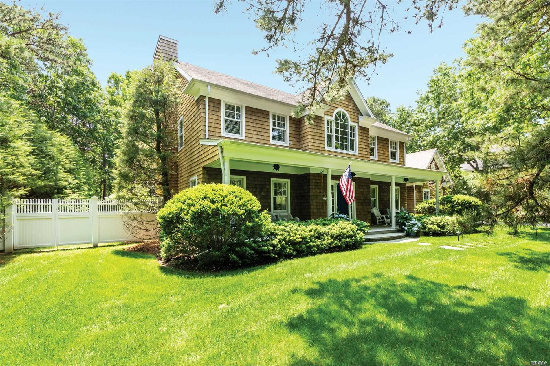 Residential For Sale in 4 Sachems Path, Wainscott, NY ,11975