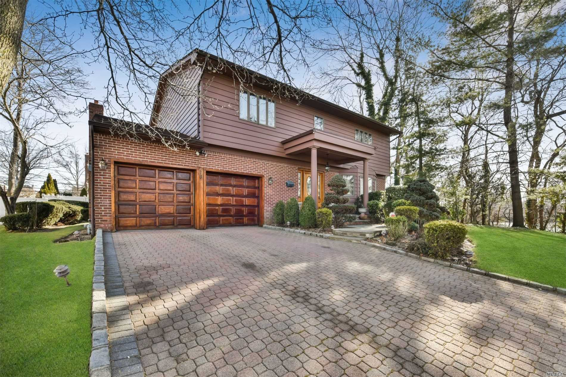 Residential For Sale in 18 Parkview Dr, Searingtown, NY ,11507