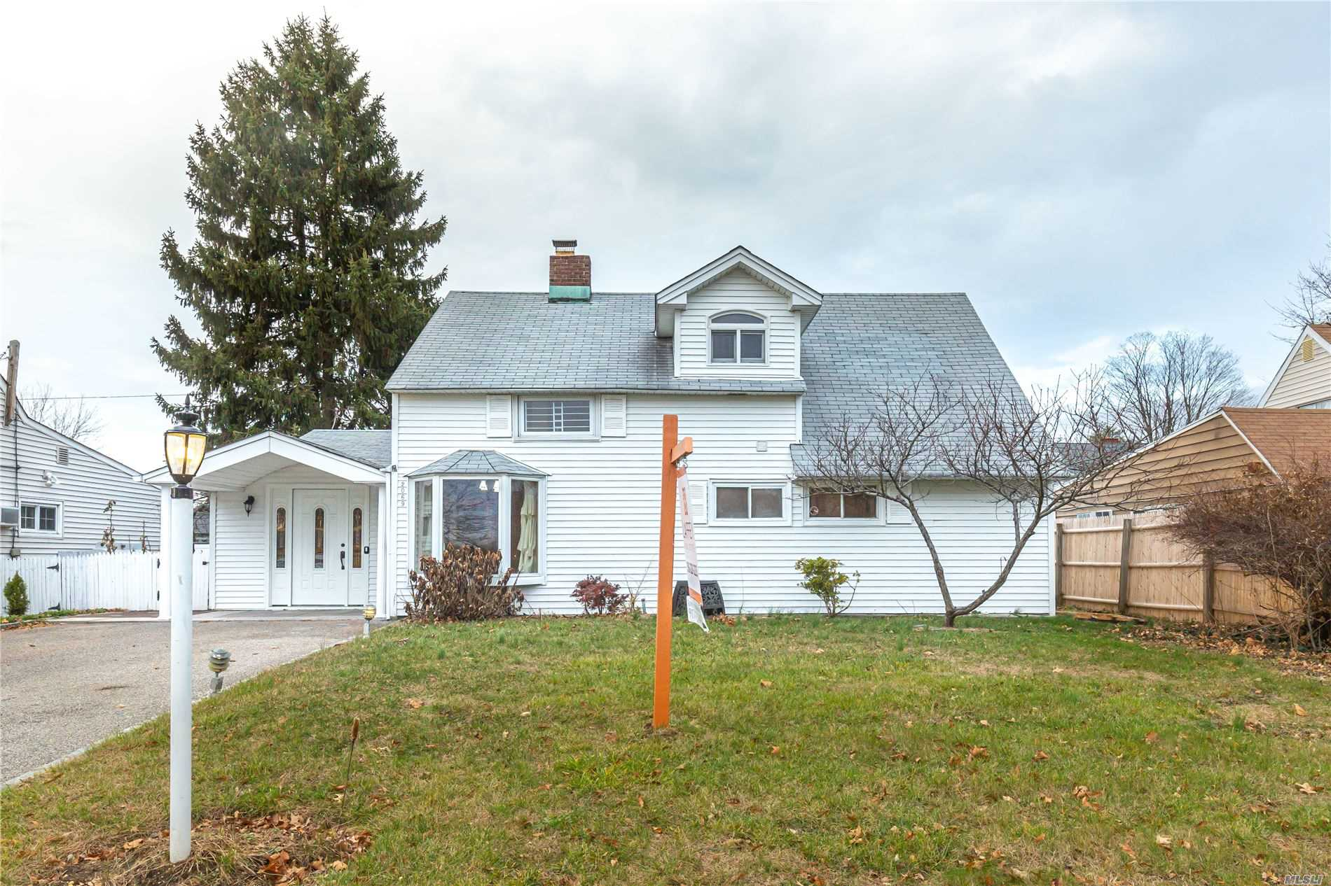 Residential For Sale in 2069 Salisbury Park Dr, Westbury, NY ,11590