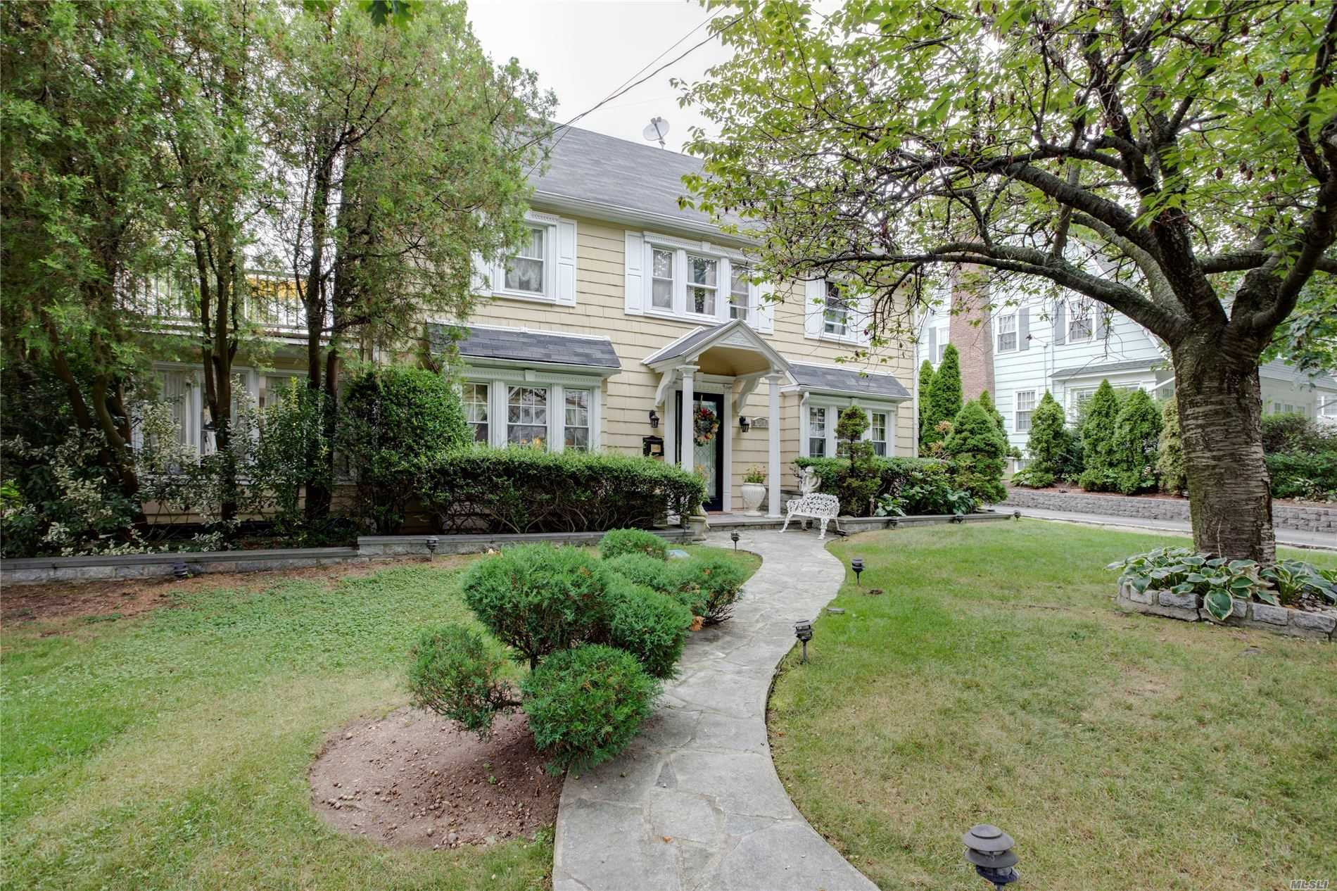 Residential For Sale in 121 Arleigh Rd, Douglaston, NY ,11363