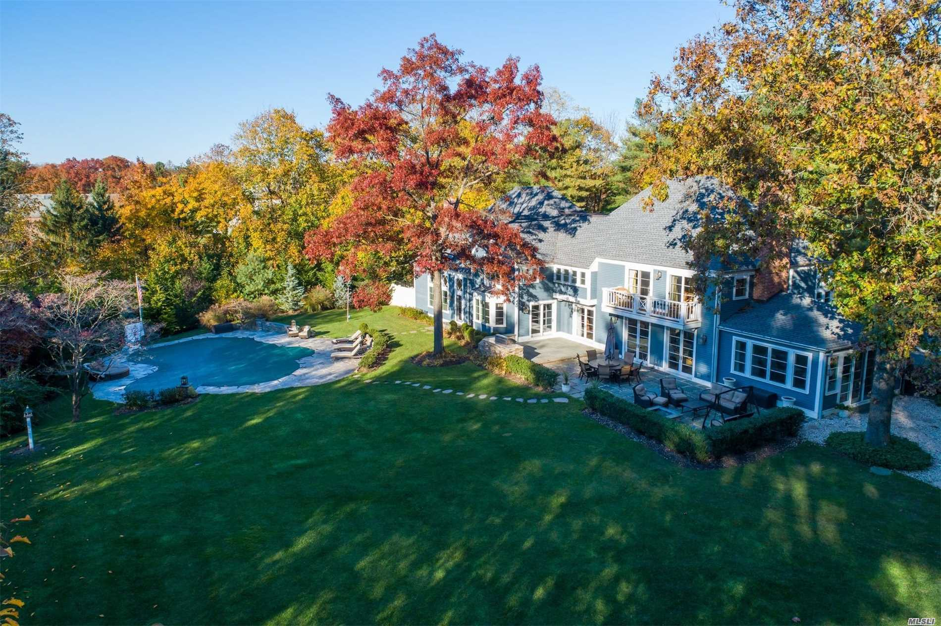 Residential For Sale in 12 Cherrywood Rd, Locust Valley, NY ,11560
