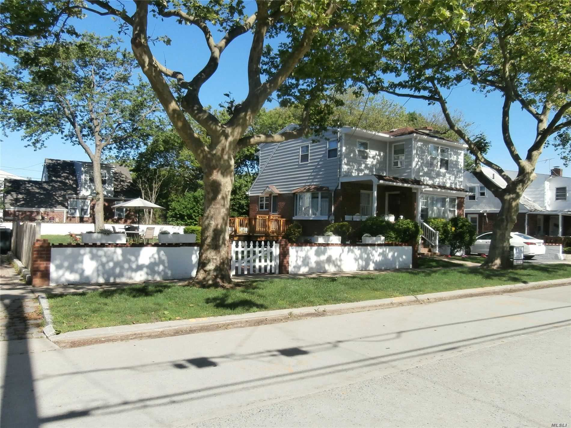 Residential For Sale in 71 Mineola Ave, Point Lookout, NY ,11569