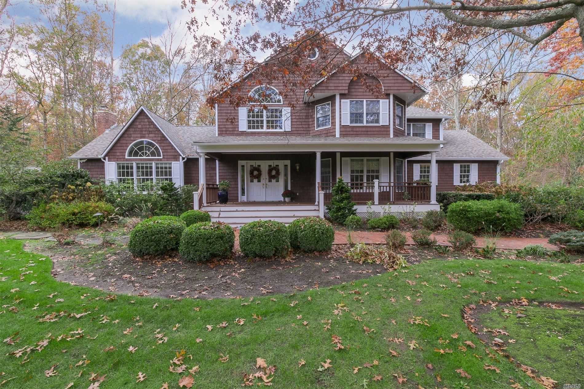 Residential For Sale in 22 Gateway Ln, Manorville, NY ,11949