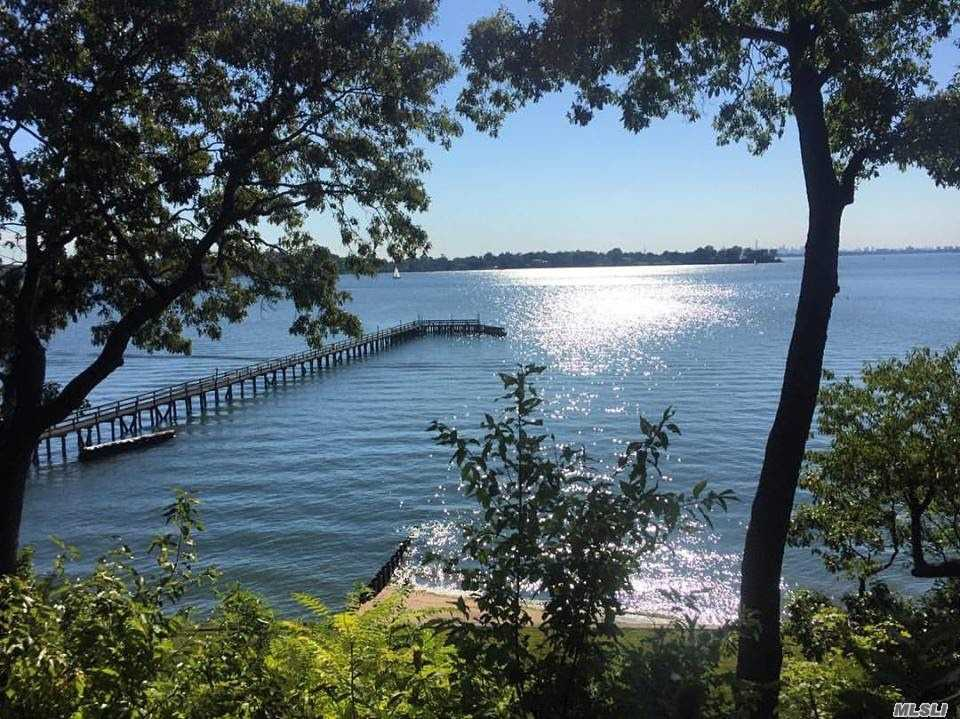 Residential For Sale in 24 Hicks Lane, Sands Point, NY ,11050