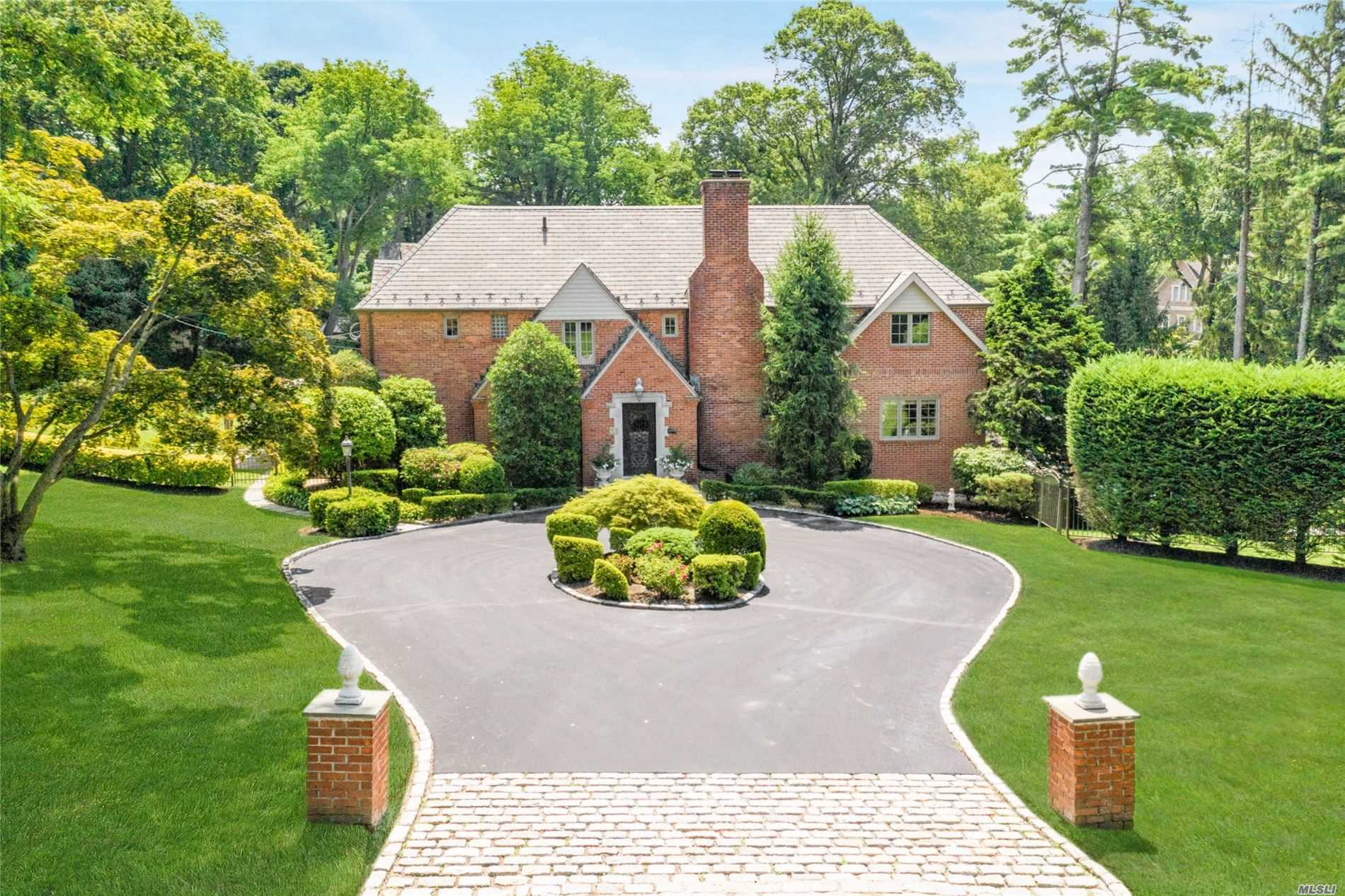 Residential For Sale in 33 Country Club Dr, Port Washington, NY ,11050