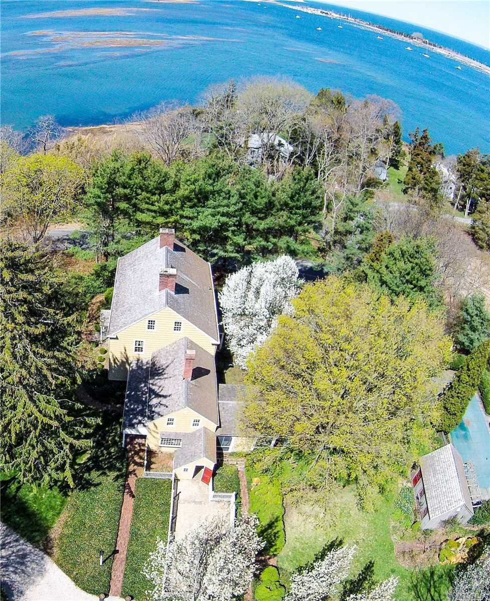 Residential For Sale in 415 Pipe Stave Hollo Rd, Miller Place, NY ,11764