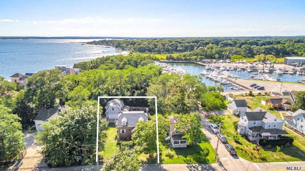 Residential For Sale in 33 West St, S. Jamesport, NY ,11970