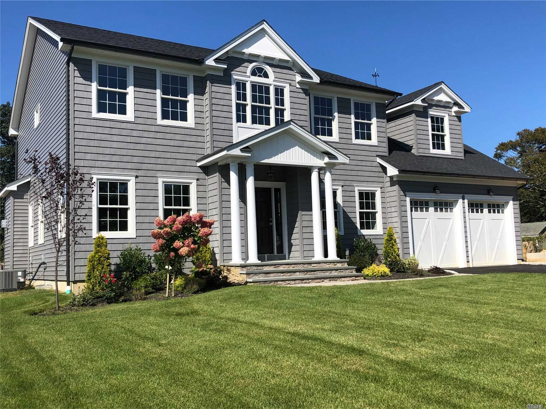 Residential For Sale in 1 Nancy Dr, Sayville, NY ,11782