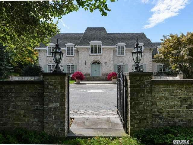 Residential For Sale in 6 Pondview Drive, Upper Brookville, NY ,11771