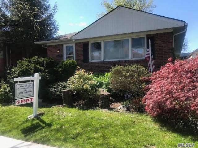 Residential For Sale in 162-34 12th Rd, Beechhurst, NY ,11357