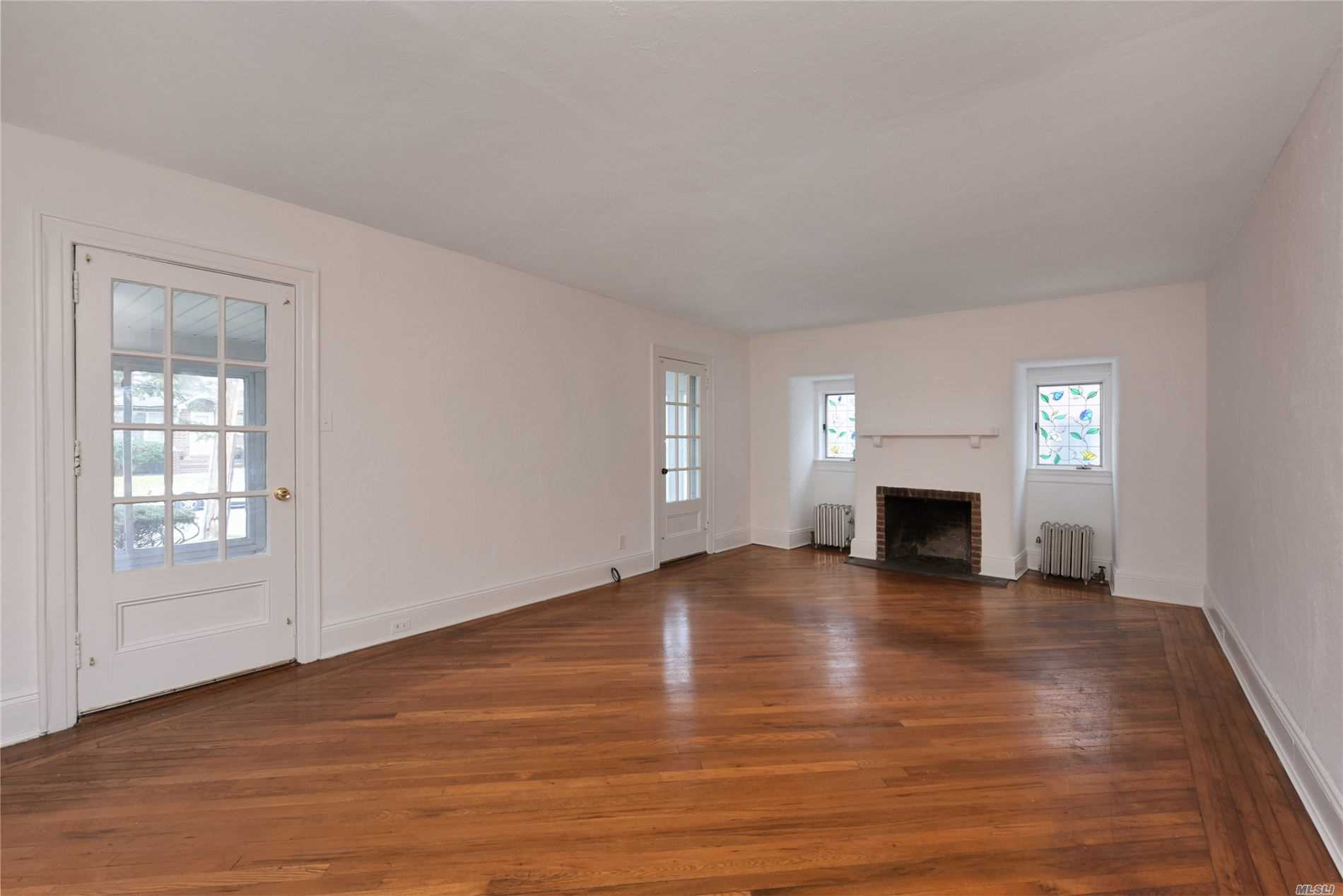 Residential For Rent in 320 Parsons Blvd, Malba, NY ,11357