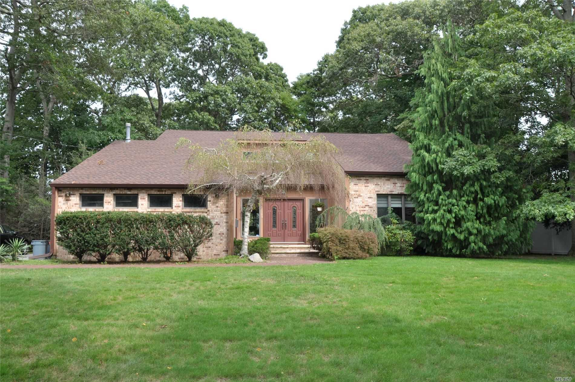 Residential For Sale in 542 Richland Blvd, Brightwaters, NY ,11718