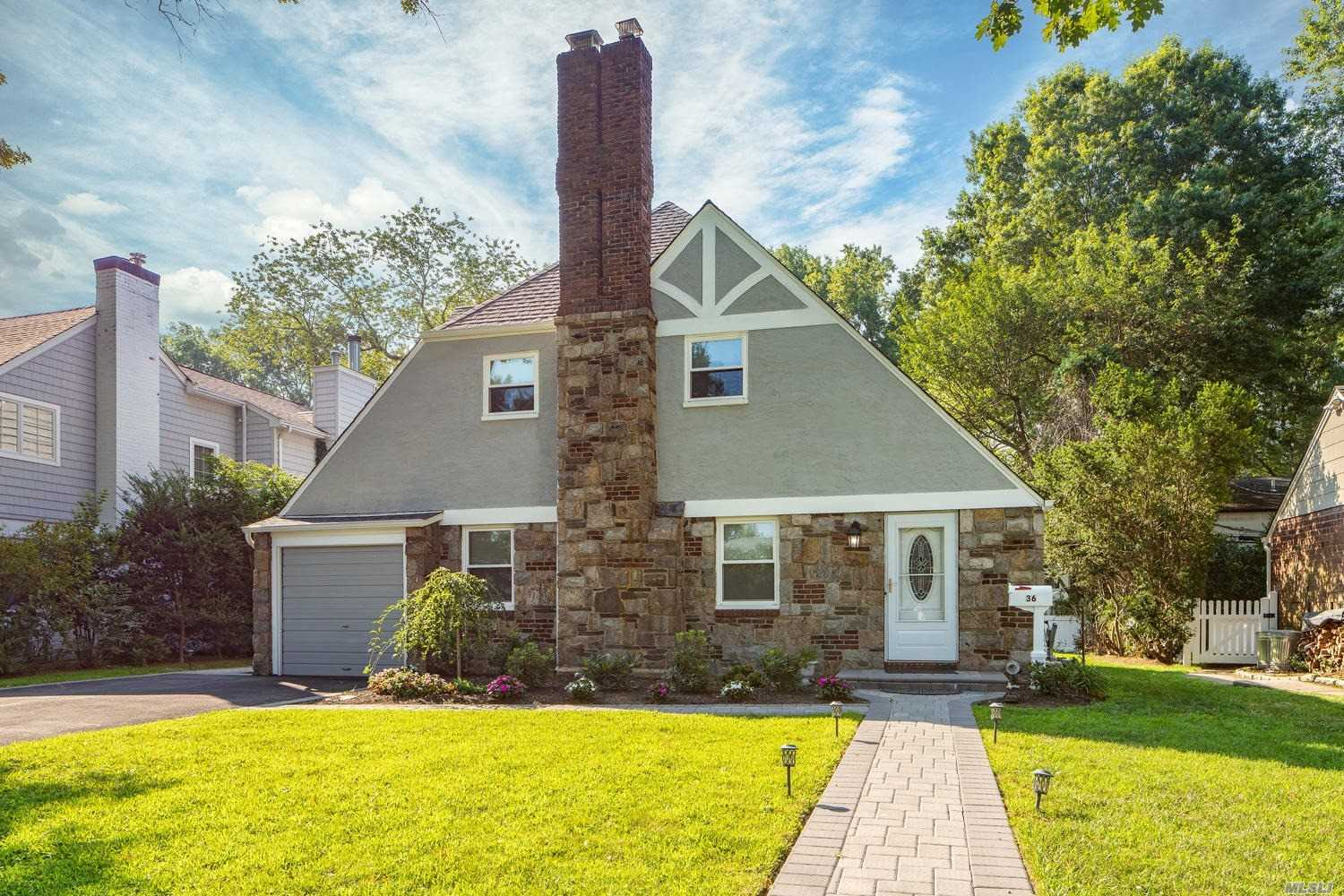 Residential For Sale in 36 Kingsbury Rd, Garden City, NY ,11530