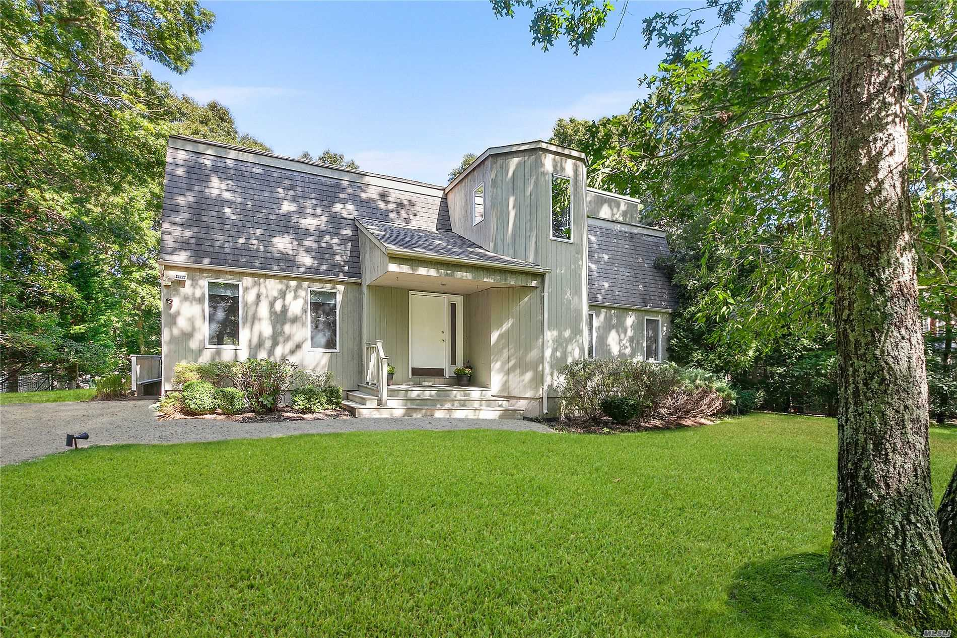 Residential For Sale in 5 Cowhill Lane, Wainscott, NY ,11975