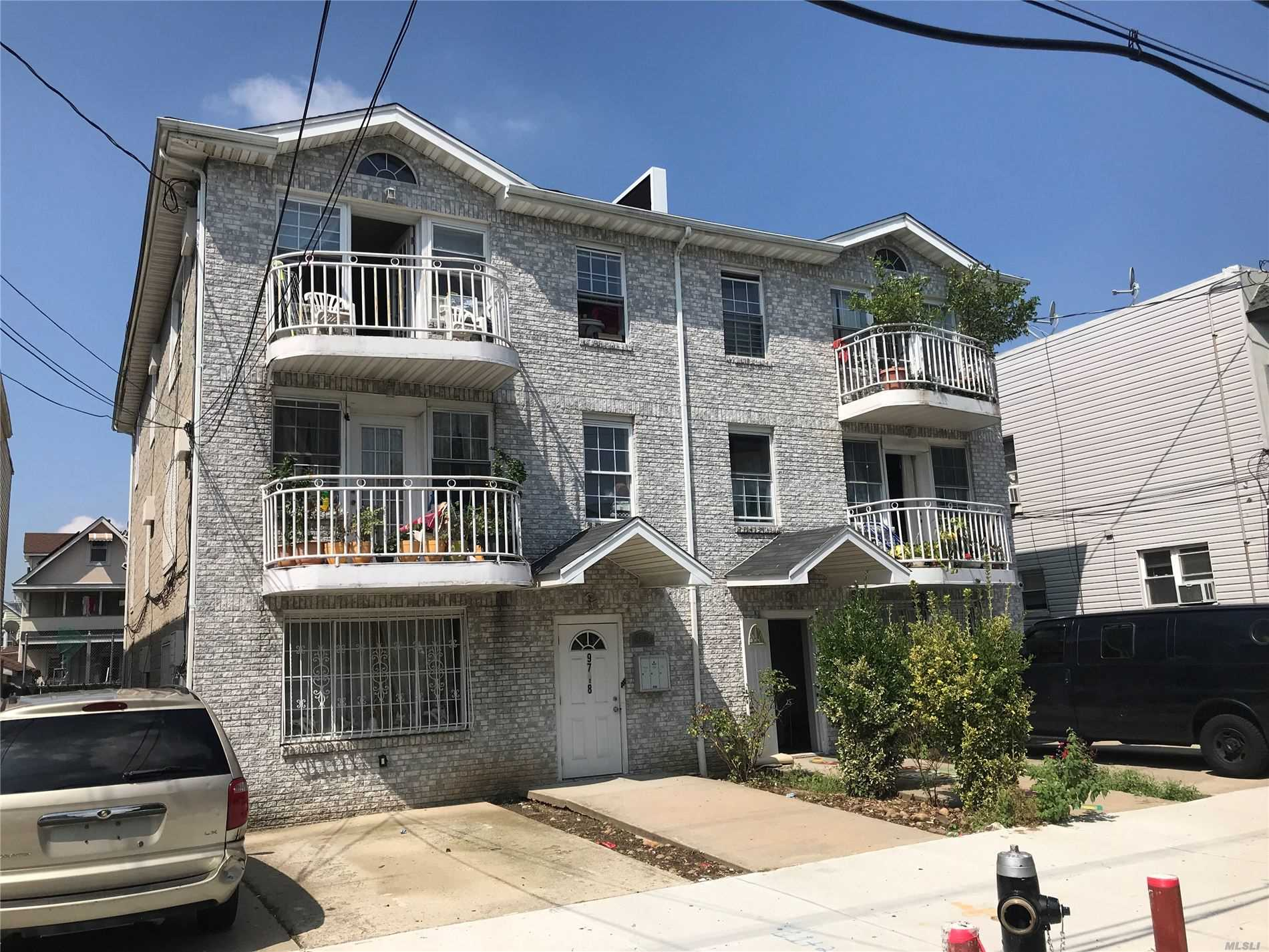 Residential For Sale in 97-18 125th St, Richmond Hill S., NY ,11419
