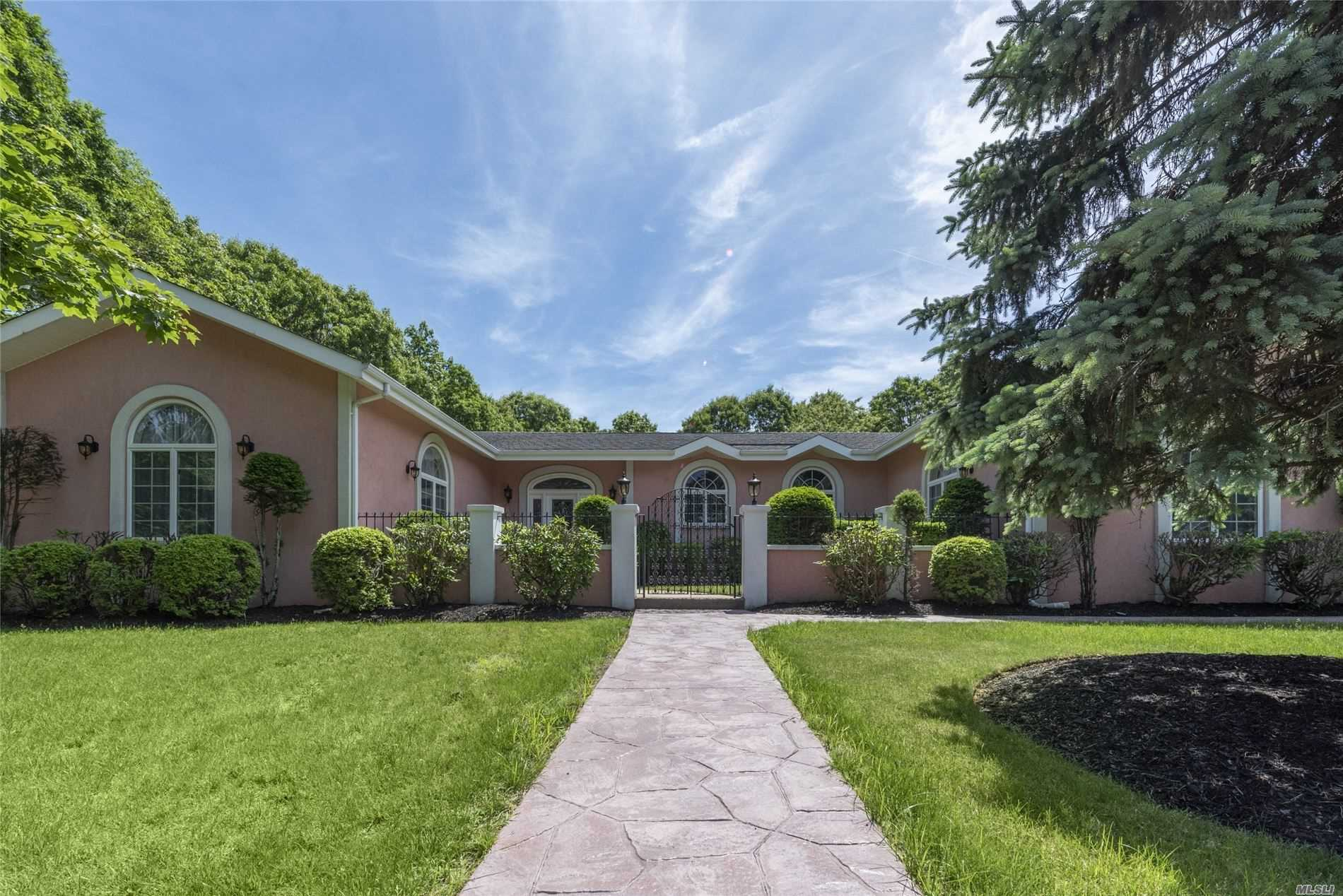 Residential For Sale in 7 Carmen View Dr, Shirley, NY ,11967
