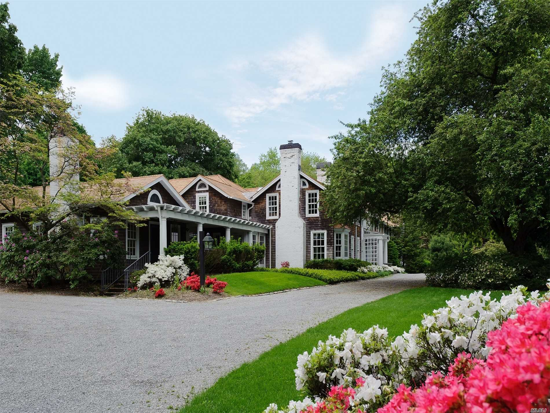 Residential For Sale in 14 Horse Hollow Rd, Locust Valley, NY ,11560