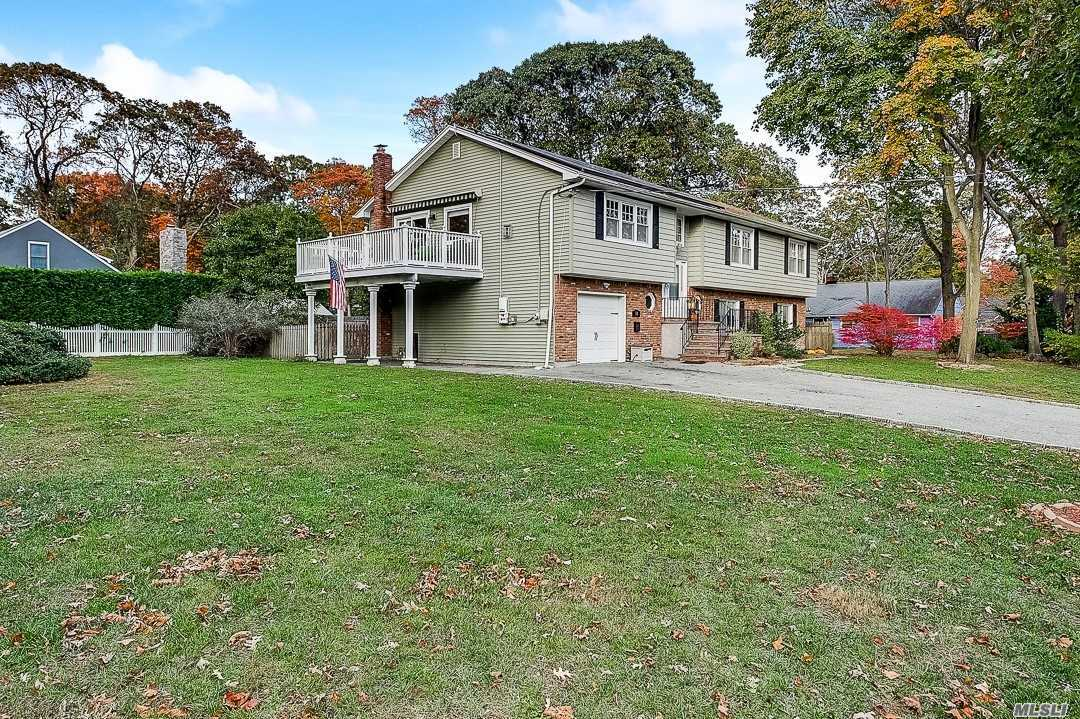 Residential For Sale in 38 Mohawk Dr, Brightwaters, NY ,11718