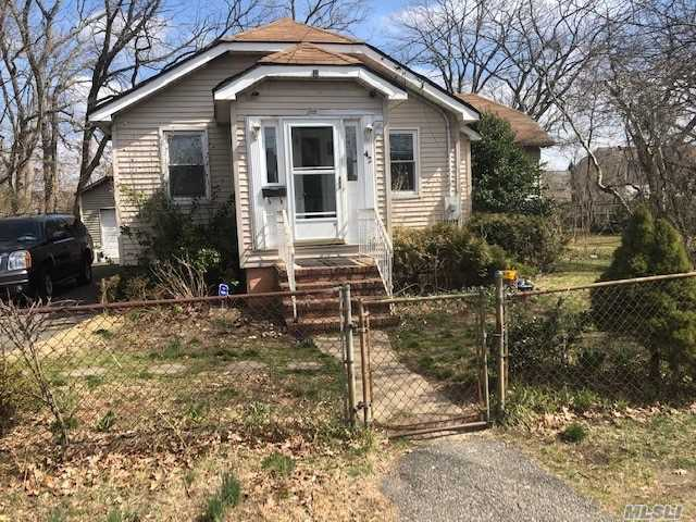 Residential For Sale in 43 16th Street N, Wheatley Heights, NY ,11798
